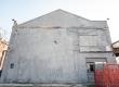 Il muro grigio di XM24 lasciato da Blu - Bologna